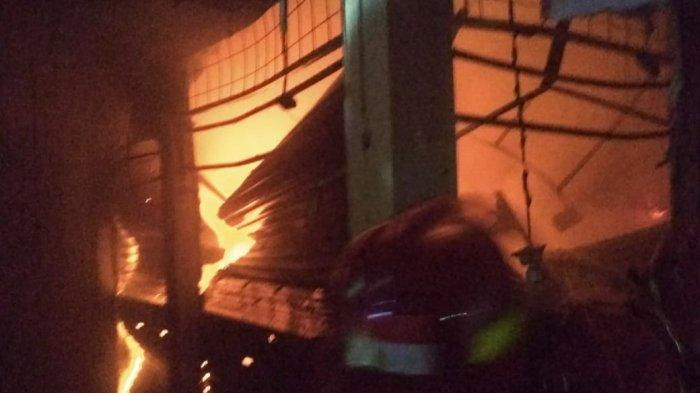 BREAKING NEWS - Pasar Cibinong Kebakaran, 4 Ruko Ludes
