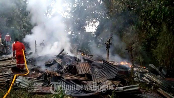 Kobaran Api Yang Melalap Bangunan Di Pamoyanan Berawal Dari Pembakaran Sampah