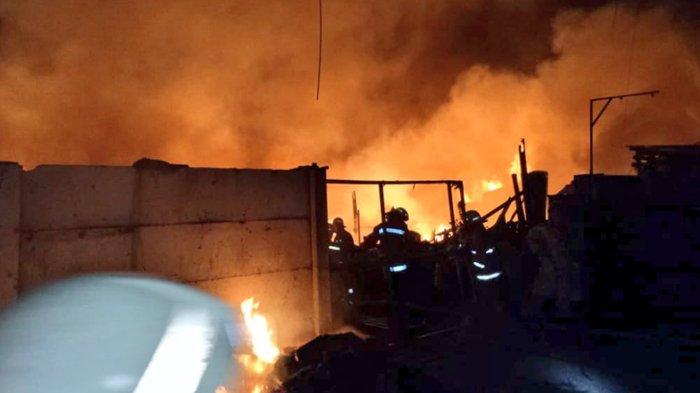 Alami Sesak Napas, Petugas Damkar Meninggal Usai Padamkan Kebakaran di Sunter Agung