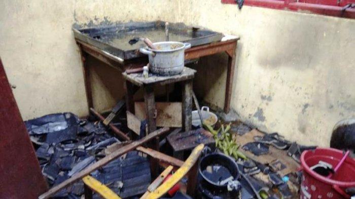 Terjebak Di Dalam Rumah Saat Kebakaran, Tiga Penghuninya Dilarikan Ke Rumah Sakit