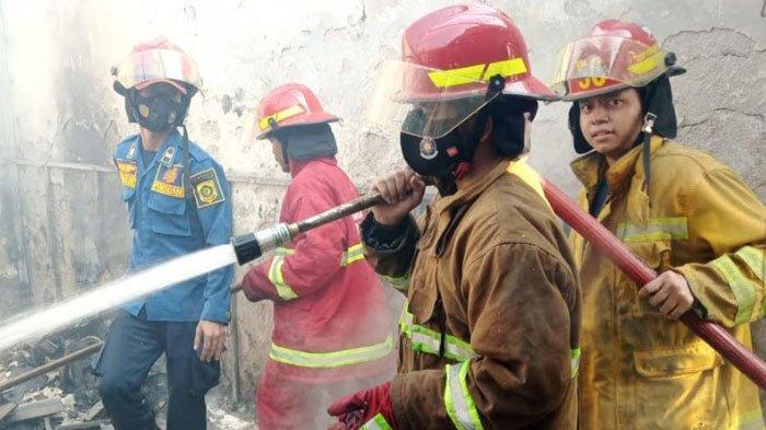 Korsleting Listrik, Dua Rumah di Cibinong Bogor Hangus Terbakar