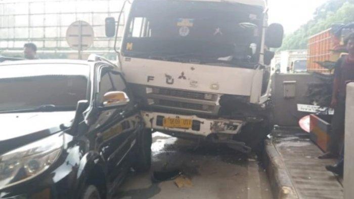 Kecelakaan Beruntun Lagi di Puncak, Truk Seruduk Dua Mobil di Gerbang Tol Ciawi