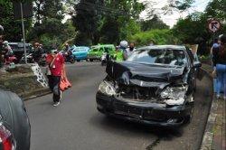 BREAKING NEWS - 5 Kendaraan Terlibat Tabrakan Beruntun di Turunan Jalan Harupat Kota Bogor