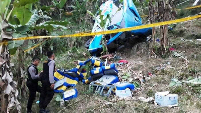 Lihat Korban Kecelakaan di Sukabumi Terlempar dan Terjepit Bus, Bah Parman sampai Bawa Gergaji Besi