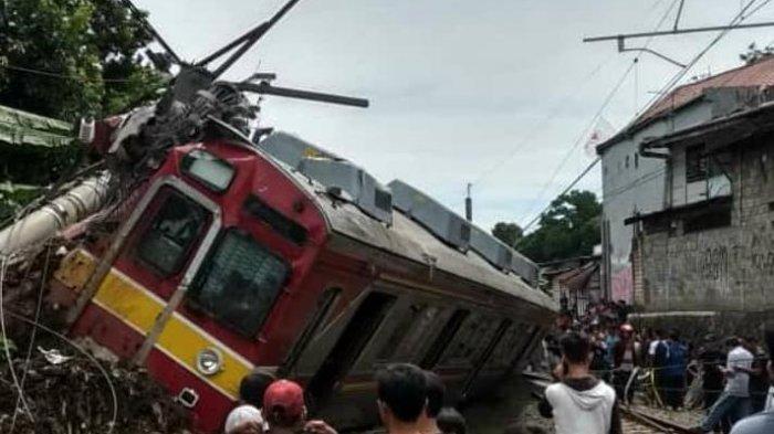Foto-Foto Kereta Terguling di Bogor - Penumpang Ceritakan Detik-Detik Kecelakaan, KRLSempat Berhenti