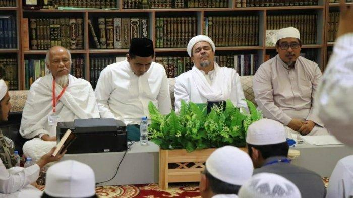 Putra Mbah Moen Temui Habib Rizieq Shihab di Mekkah