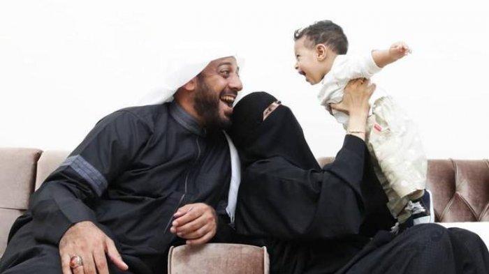 Kebersamaan Syekh Ali Jaber dengan istri dan anaknya