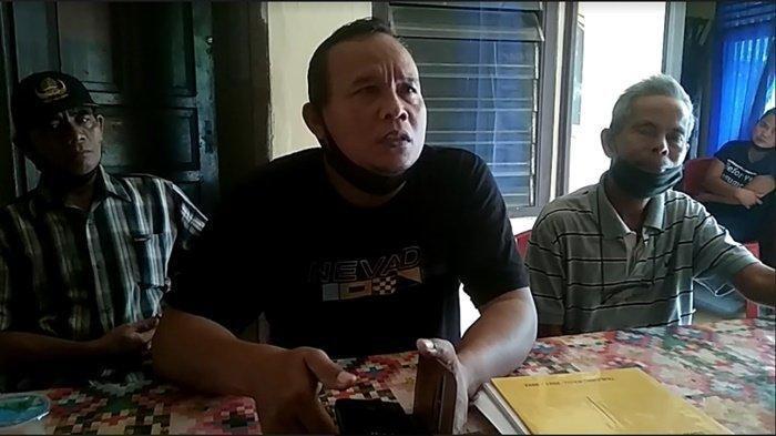 Kepala Desa Tanjung Lalang, Juma'adin saat dibincangi wartawan di Mapolsek Tanjung Batu, Sabtu (10/4/2021).