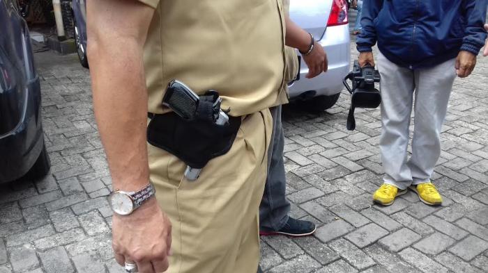 Razia Gas ke Restoran, Kepala Dinas Ini Simpan Pistol di Pinggangnya