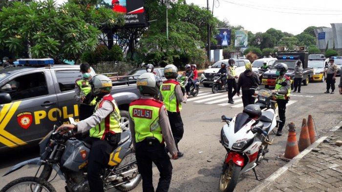 Antisipasi Corona, Warga Cibinong Bogor yang Berkerumun Dibubarkan Polisi