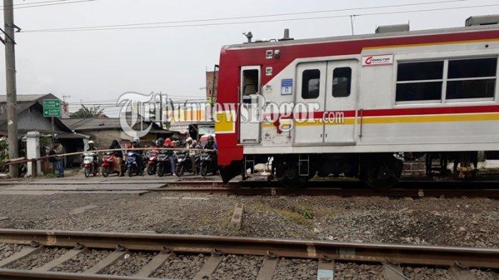 Penumpang Dibolehkan Buka Puasa di Dalam Gerbong KRL