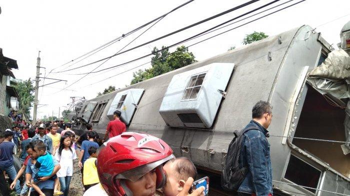 Kondisi Misinis Kereta yang Kecelakaan di Bogor, Evakuasi Gerbong KRL Tunggu Crane Dari Bandung