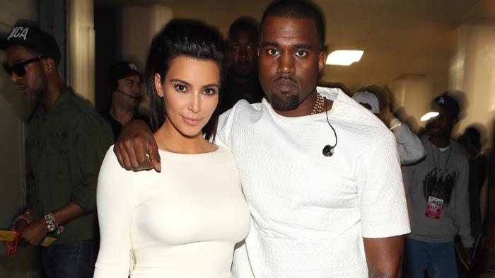 Pajang Foto Ini Bareng Sang Suami, Kanye West, Kim Kardashian Malah Digugat