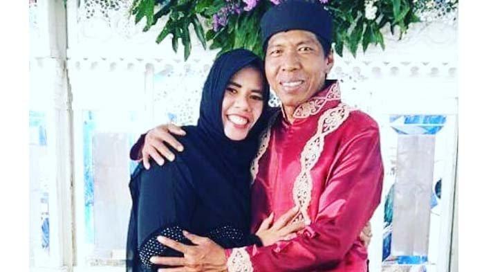 Kiwil dengan istri pertamanya, Rohimah Alli