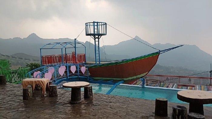 Kolam Renang Curug Ciherang di Wargajaya, Kecamatan Sukamakmur, Kabupaten Bogor.