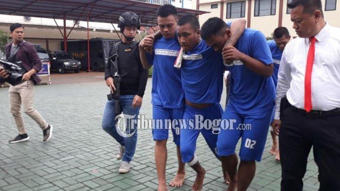 Ditembak Kakinya, Komplotan Jambret Sadis di Bogor Meringis Kesakitan saat Digiring Polisi