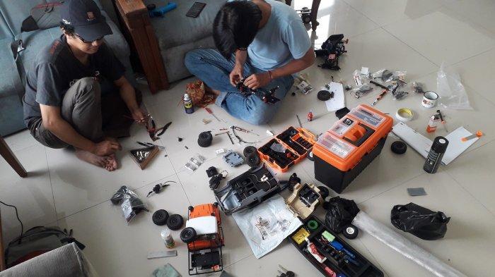 Komunitas Rujukan Pokwan DPRD Kabupaten Bogor sedang memodifikasi RC-nya