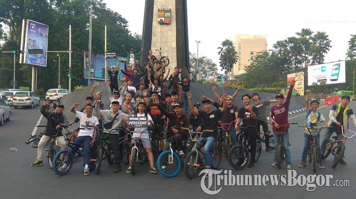 Meriahkan Hari BMX se-Dunia, Komunitas di Bogor Kumpul Bareng di Tugu Kujang