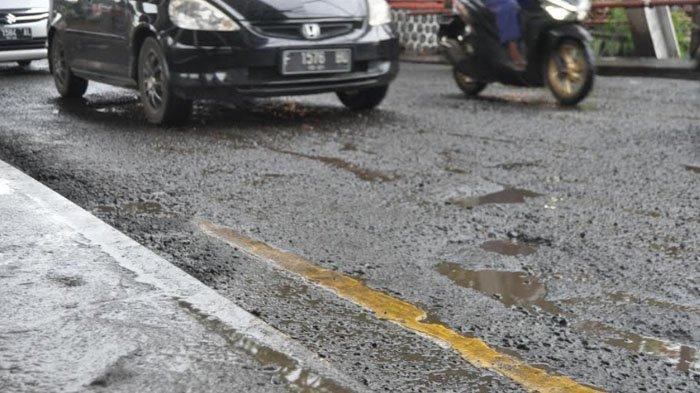 Berkali-kali Ditambal Masih Saja Berlubang, Jalan Sholeh Iskandar Akan Diaspal Ulang