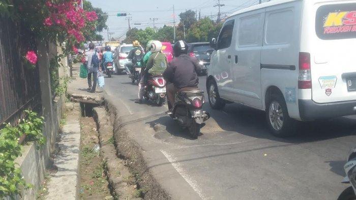 Hati-Hati Ada Jalan Amblas Di Simpang Talang Kota Bogor, Pengendara Sering Ngerem Mendadak
