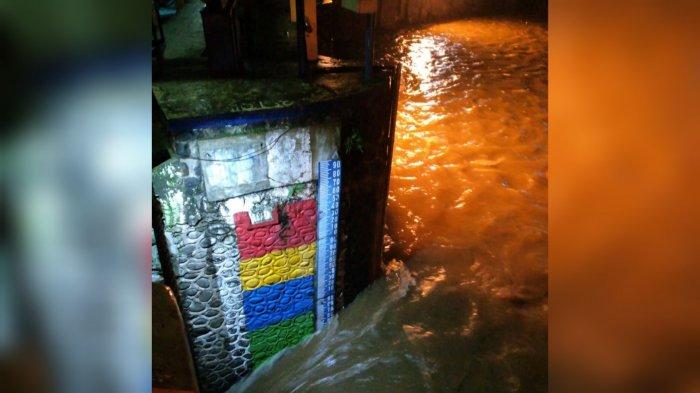 Diguyur Hujan Deras Sejak Sore, Begini Kondisi Tinggi Muka Air Bendung Katulampa Kota Bogor