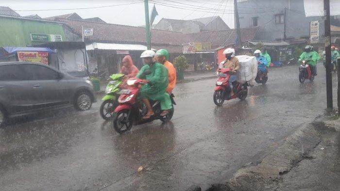 UPDATE Peringatan Dini Cuaca, Selasa 25 Februari 2020, Hujan Lebat Guyur Jabodetabek hingga Pukul 10