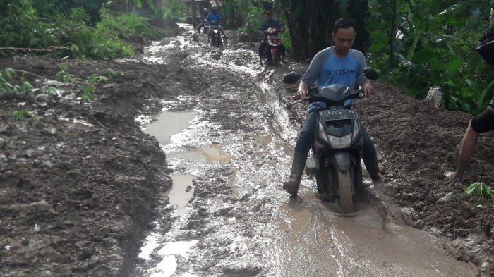 Sepekan Terisolir Pasca Longsor, Desa Pasir Madang Sukajaya Bogor Kini Bisa Ditembus Pakai Motor