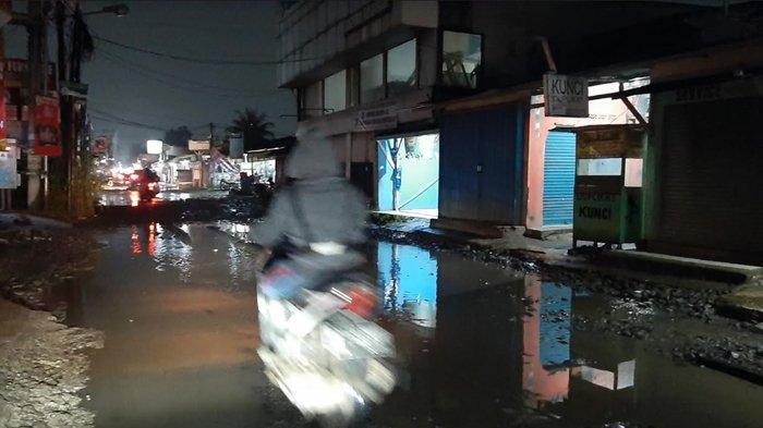 Jalan Raya Pabuaran Bojonggede Rusak Parah, Pengendara Motor Jadi Korban Tengah Malam