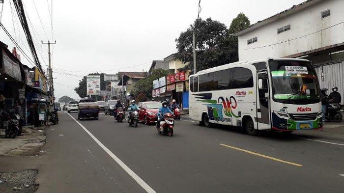 Lalu Lintas Jalan Raya Puncak Bogor Ramai Lancar Akhir Pekan Ini, Didominasi Kendaraan Arah Jakarta