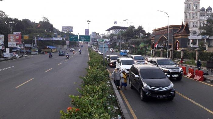 Ramai Lancar, Polisi Kembali Normalkan Lalu Lintas di Jalan Raya Puncak Bogor