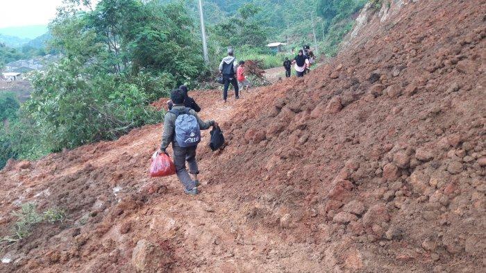 Jokowi Minta Menteri Basuki Buka Akses Jalan ke Lokasi Bencana yang Terisolir di Bogor