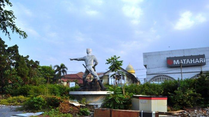 Patung Kapten Muslihat tetap berdiri meski Taman Topi sudah rata dengan tanah