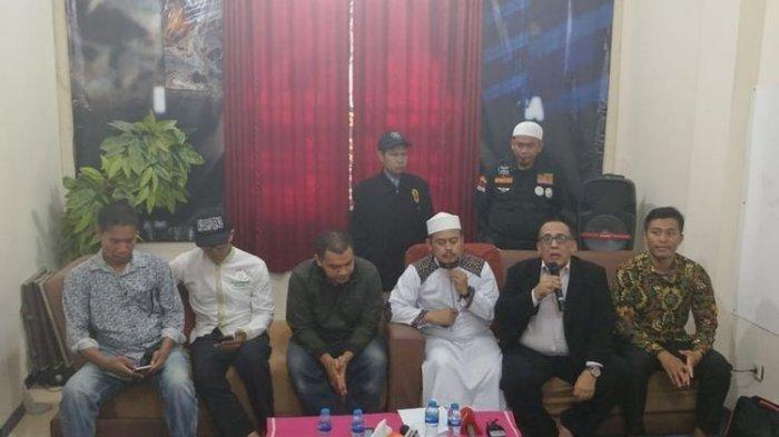 PA 212 Kecam Polisi yang Tangkap Sekjennya Tol Tomang Malam Hari