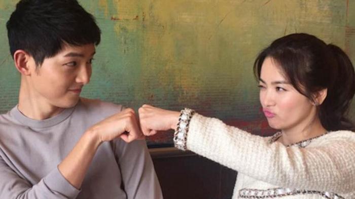 Song Hye Kyo dan Song Joong Ki pemeran film Descendants of the Sun yang laris di Korea Selatan.