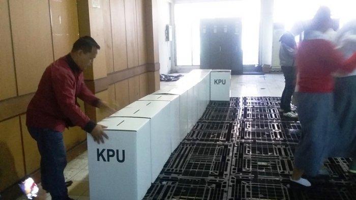 16.045 Kotak Suara Mulai Disetting Petugas KPUD Kota Bogor