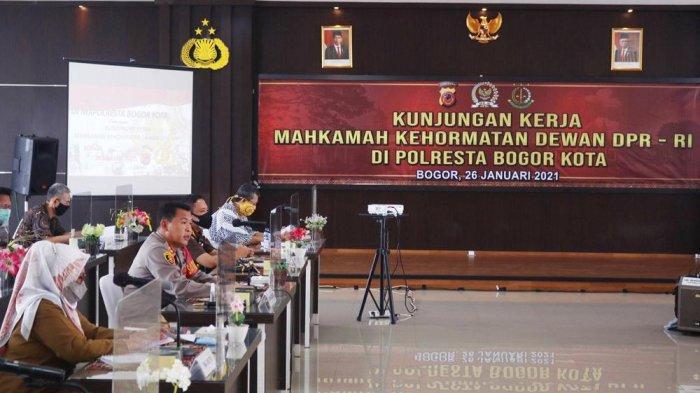 Kunjungan kerja (Kunker) Mahkamah Kehormatan Dewan (MKD) DPR RI di Aula Mako Polresta Bogor Kota, Jalan Kapten Muslihat, Selasa (26/1/2021).