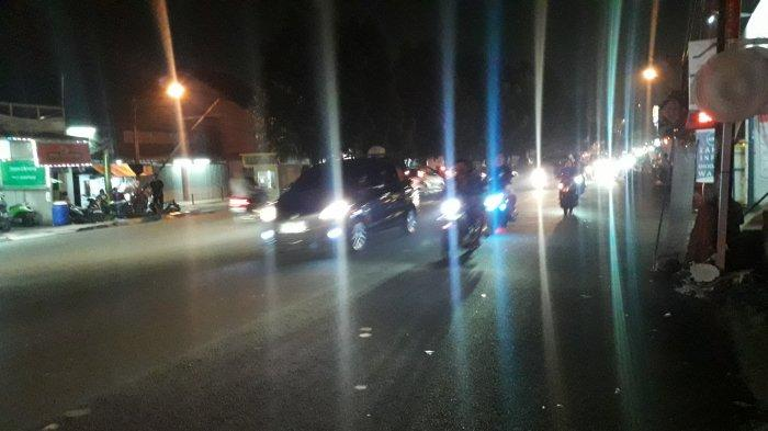 Info Lalu Lintas - Arus Kendaraan di Jalan Sukahati Cibinong Ramai Lancar
