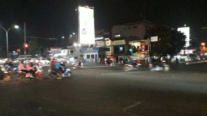 Kondisi Lalu Lintas Simpang Warung Jambu Bogor Jumat 31 Juli 2020 Malam