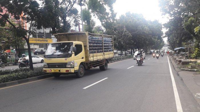 UPDATE Lalu Lintas - Kendaraan di Jalan Raya Pajajaran saat Ini Ramai Lancar