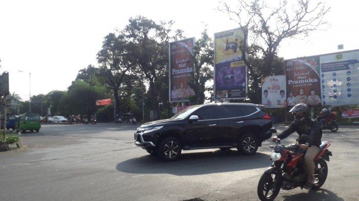 Info Lalu Lintas - Simpang CCM Cibinong Bogor saat Ini Ramai Lancar, Cuaca Cerah