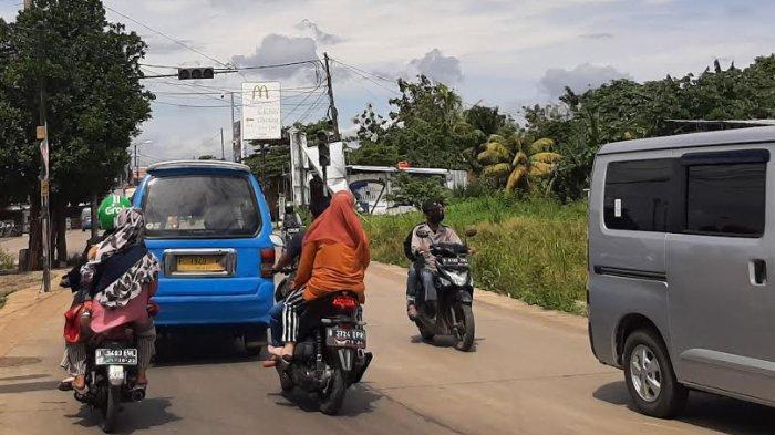 Jelang Siang, Arus Lalu Lintas di Simpang Bambu Kuning Tak Ada Hambatan