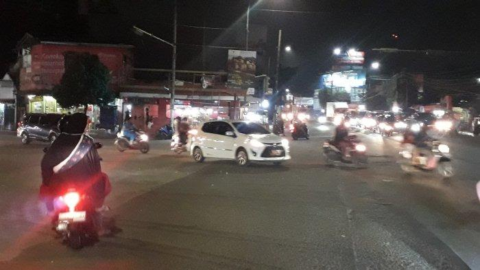 Lalu Lintas Kendaraan di Simpang Pomad Bogor Malam Ini Ramai Lancar