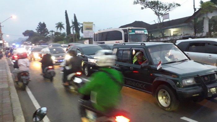Lalu Lintas di Jalan Raya Puncak Macet Hingga 10 KM Meskipun Sudah Diberlakukan One Way
