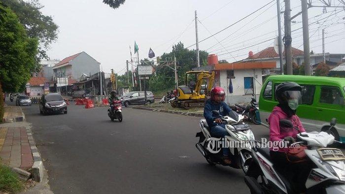 Lalu Lintas Simpang Pelintasan Kereta Kebon Pedes saat Ini Lancar