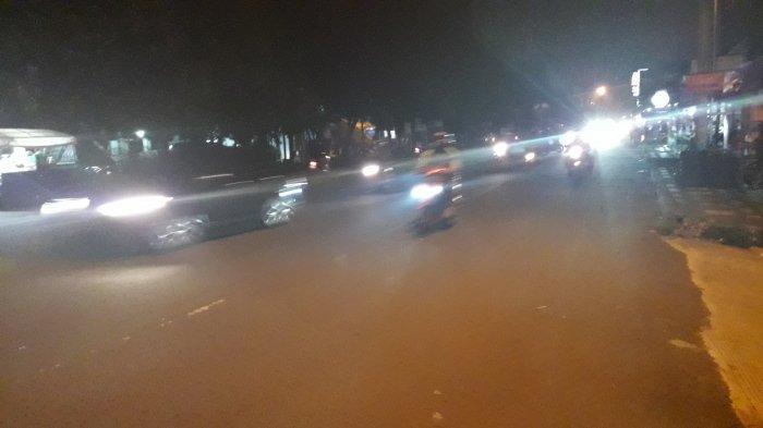Lalu Lintas Jalan Raya Sukahati Cibinong Malam Ini Terpantau Lancar