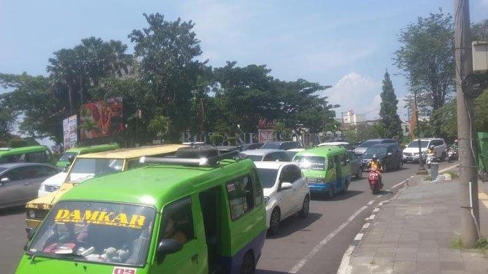 Lalu Lintas Menuju Pusat Kuliner dan Pusat Belanjaan di Kota Bogor Padat Merayap