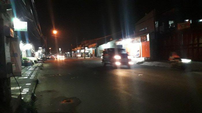 Lalu Lintas Kendaraan di Jalan Raya Sukahati Cibinong, Malam Ini Ramai Lancar