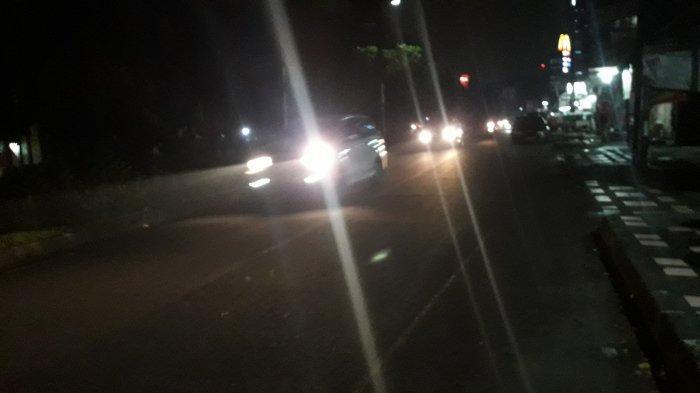 Lalu Lintas Kendaraan di Jalan Raya Sukahati Cibinong Senin Malam Ini Ramai Lancar