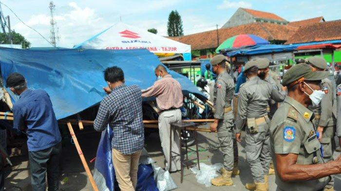 Bikin Macet, Lapak PKL Dadakan di Pasar Kebong Kembang Dibongkar Satpol PP
