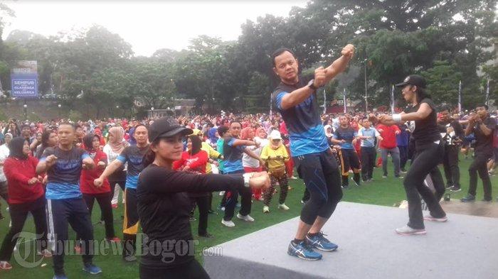 Resmikan Jogging Track, Bima Arya Ajak Warga Senam Bersama di Lapangan Sempur